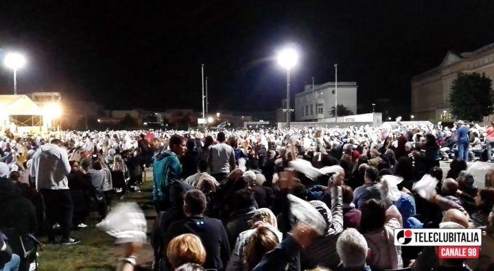 """Madonna di Pompei, migliaia di fedeli in pellegrinaggio. L'appello di Sepe alle istituzioni: """"Aiutiamo i giovani"""""""