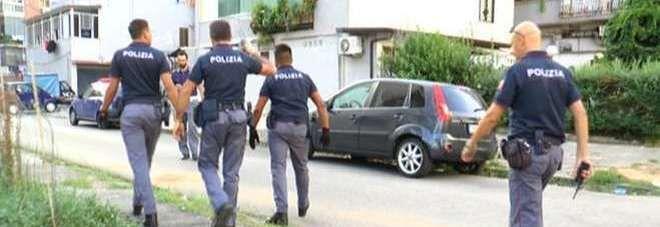 Rione Traiano, irruzione nella casa di un 23enne: sequestrato l'arsenale del clan