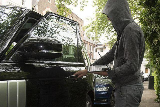 E' in vendita un dispositivo che aiuta i ladri a rubare le auto: ecco come