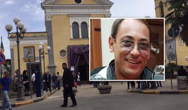 Funerali a Qualiano, oggi l'ultimo saluto a Salvatore Gala. VIDEO