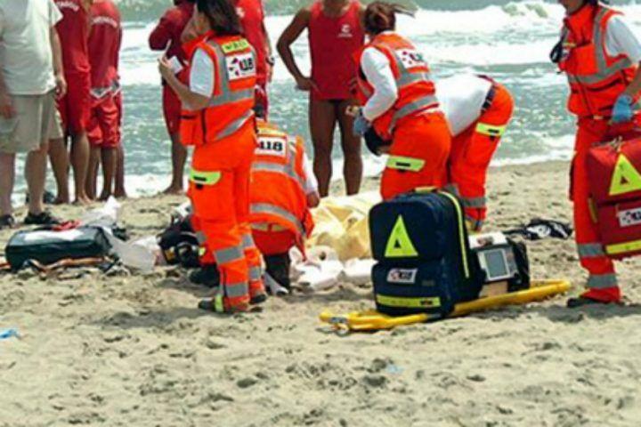 Tragedia in Costiera, 62enne muore sulla spiaggia di Erchie