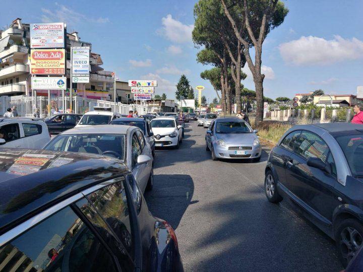 Ancora caos lungo la circumvallazione esterna: strada di nuovo bloccata tra Melito e Mugnano