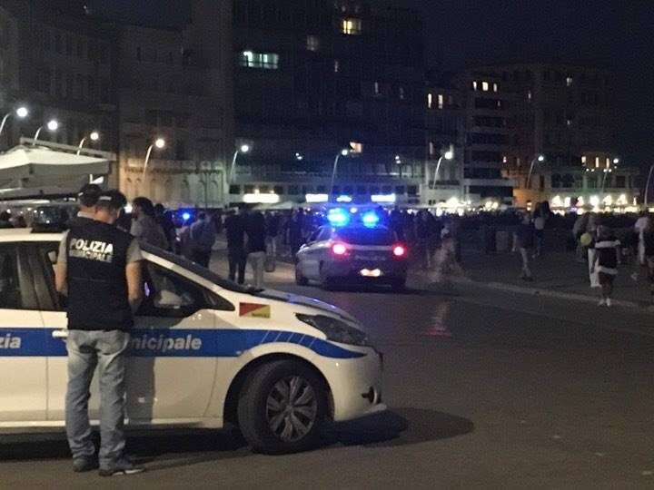 Napoli, spari sul lungomare. Poliziotto reagisce ad un tentativo di rapina