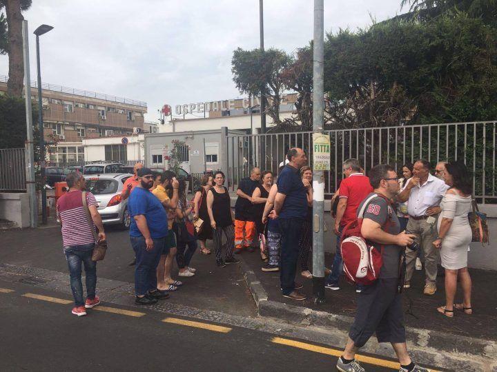 Giugliano, chiusura del reparto di psichiatria: protesta fuori al San Giuliano