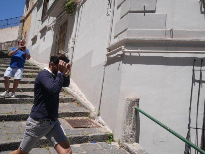 Napoli - Picchia in strada sua ex convivente, arrestato