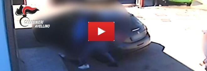 Baiano, racket violento: imprenditore pestato dai suoi estorsori. VIDEO