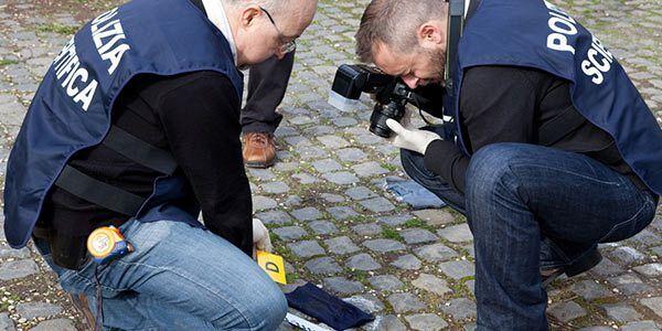Scampia, la polizia ritrova proiettili nascosti vicino una pianta
