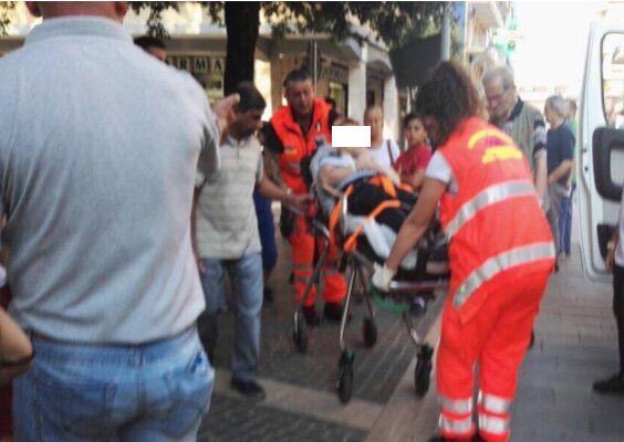 Giugliano, cade dalla bici in piazza Gramsci: trasportato in ospedale