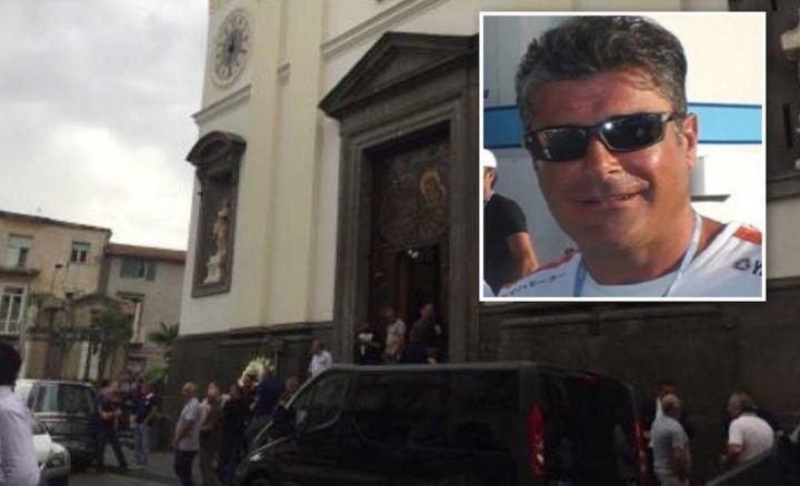 """Calvizzano, l'ultimo saluto ad Alfonso Trinchillo: """"Ha fatto tanto bene alla gente"""". VIDEO"""