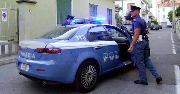 Frattamaggiore, tenta di scavalcare il cancello del commissariato e minaccia poliziotti: arrestato