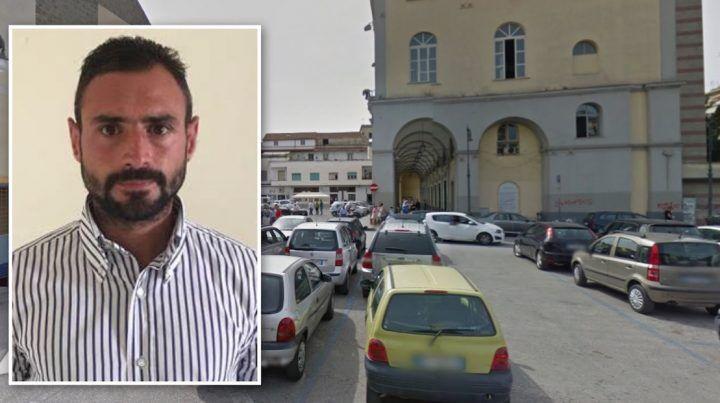 """Aversa, """"dammi cinque euro o ti faccio male"""": arrestato parcheggiatore abusivo"""