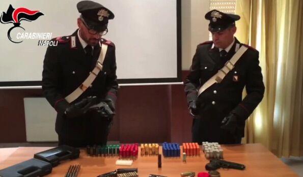 Blitz dei carabinieri nelle case popolari, sequestrate droga e armi. VIDEO