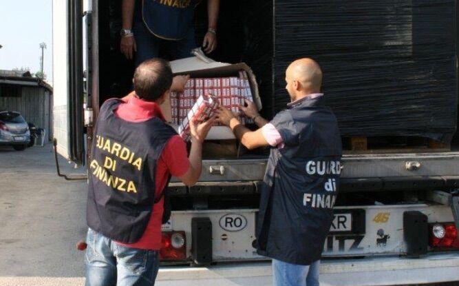 """Maxi sequestro a Teano, dieci tonnellate di """"bionde"""" trovate in un rimorchio frigo. VIDEO"""
