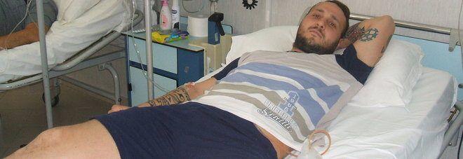 Frattamaggiore, medici dimenticano tubo nell'addome di calciatore. Lui lo scopre dopo 16 anni