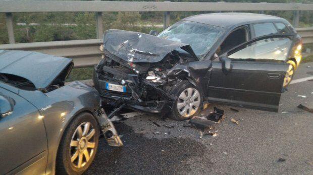 Telesina, incidente con tre veicoli nel casertano: un morto