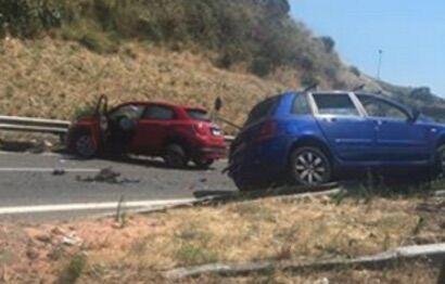 Schianto mortale sulla A2, muoiono padre e figlio della provincia di Napoli