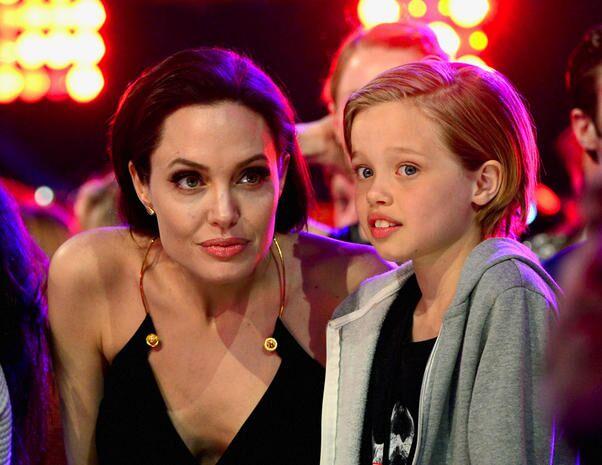 Shiloh Jolie Pitt e la volontà di diventare John: cure ormonali ad 11 anni, ecco la verità