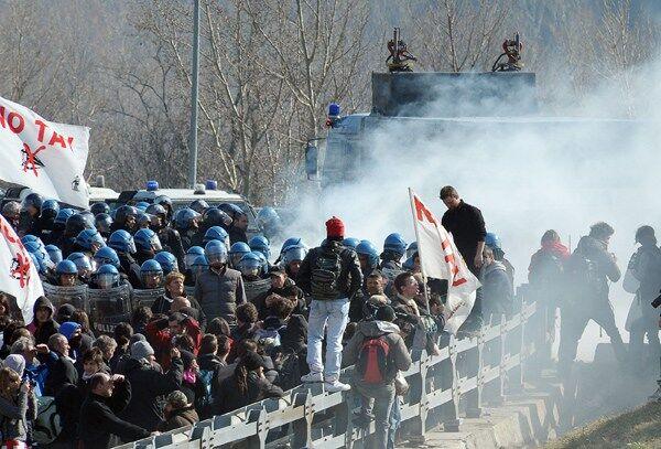 Tav di Afragola: scontri alla Stazione Centrale di Napoli