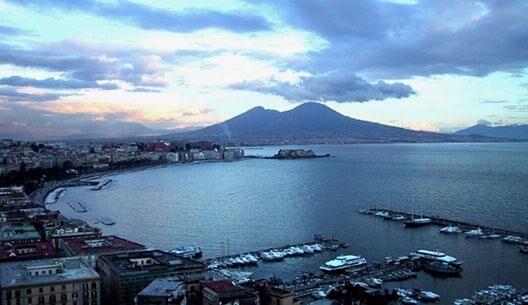 Meteo Napoli oggi, tempo nuvoloso e piogge sparse