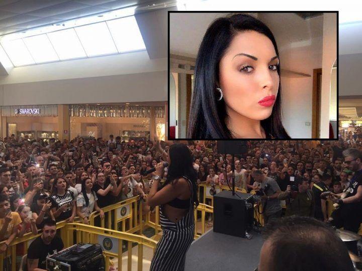 Giugliano, bagno di folla per Nancy Coppola all'Auchan. VIDEO