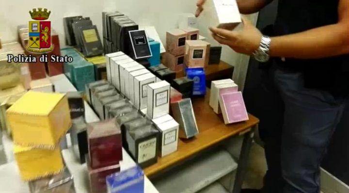 Napoli, profumi contraffatti: sequestrate 233 confezioni con noti marchi falsificati. VIDEO