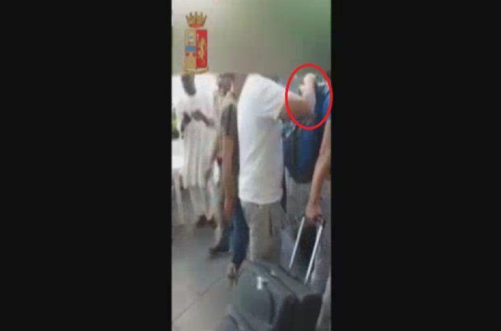 """Napoli, """"invisibili"""" in azione a piazza Garibaldi: arrestati 7 borseggiatori. VIDEO"""