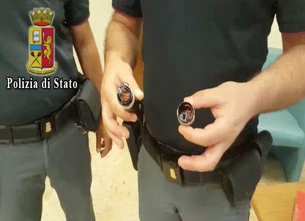 Minacciavano le vittime con un Taser, presa banda di rapinatori. VIDEO