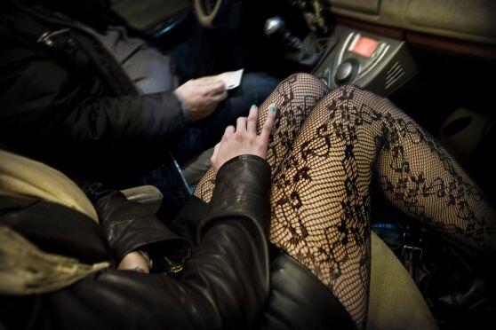 """Capua, sorpresi con due prostitute: """"Paghiamo subito la multa, non mandate niente a casa"""""""