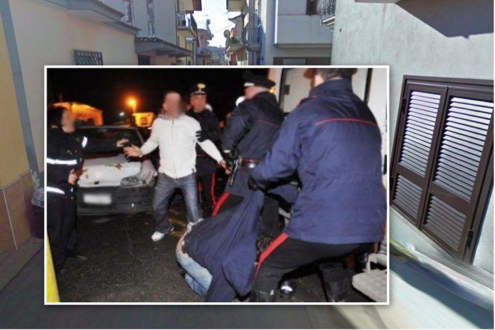 Follia a Qualiano, tenta di sequestrare bambino: la folla vuole linciarlo. Arrestato