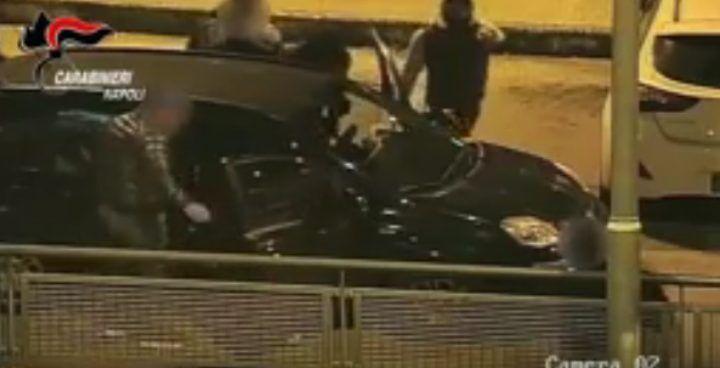 Casoria, rapina choc nel parcheggio dell'UCI: pestati per 200 euro. VIDEO