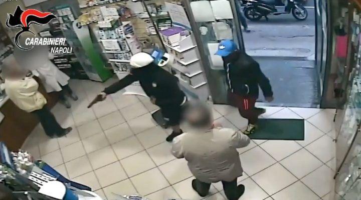 Rapina in farmacia, nei guai due ventenni. VIDEO
