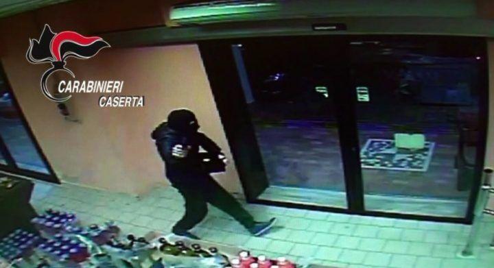 Assalti ai supermercati nel Casertano, arrestato il rapinatore con l'Alfa 147