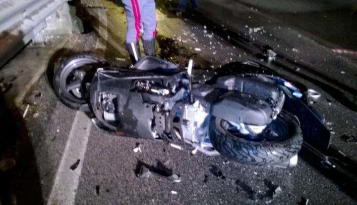Napoli: scontro tra scooter, tragedia sfiorata per tre ragazzi