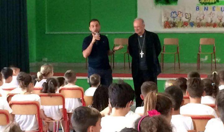Caivano, il vescovo Spinillo incontra i bambini della comunità