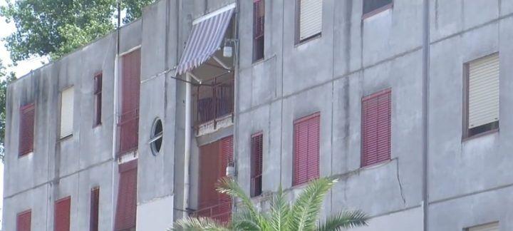 """Giugliano, amianto alle """"stecche pesanti"""" di Casacelle: l'appello dei residenti"""