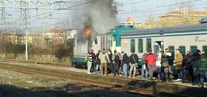 Incendio sul treno Napoli – Venezia: panico e rallentamenti