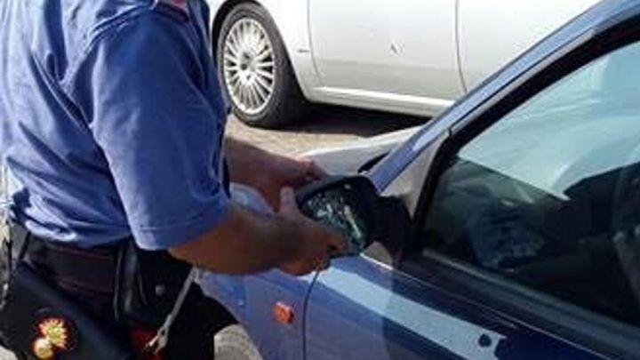 """""""Truffa dello specchietto"""" in pieno centro, arrestati due uomini per estorsione"""