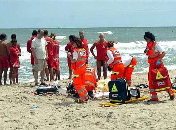 Bagno in mare finito in tragedia: 44enne in condizioni gravissime
