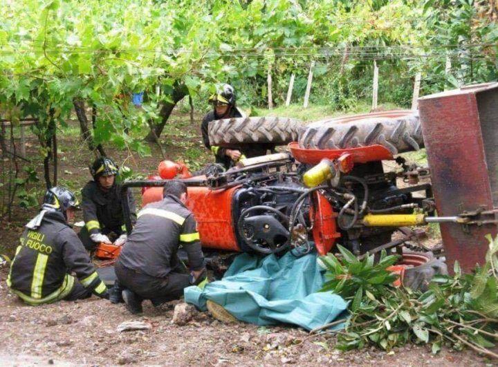 Tragedia in Campania, dimentica di azionare il freno e viene investito dal trattore
