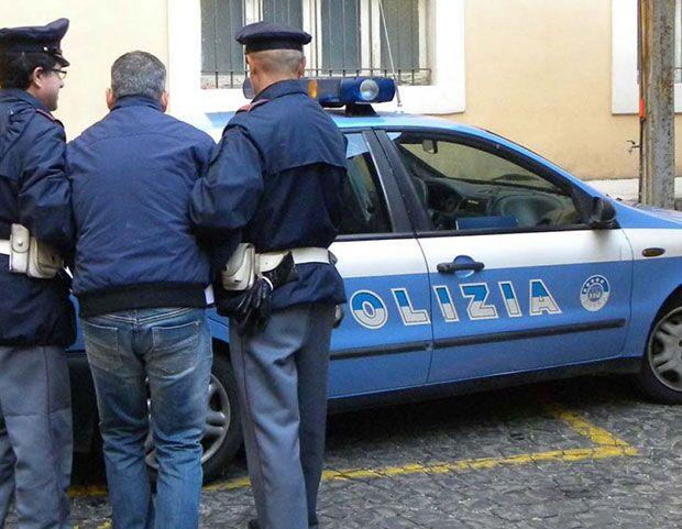Acerra. Poliziotti arrestano uomo ai domiciliari: era fuori dalla sua abitazione