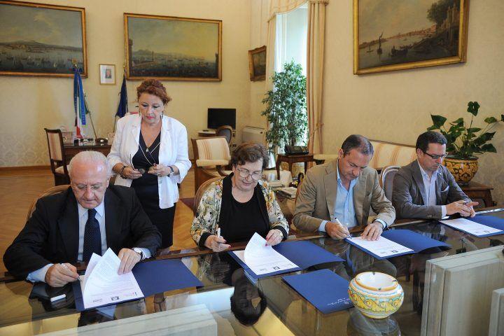 Terra dei Fuochi, firmato protocollo d'intesa: 40 milioni di euro per la riqualificazione ambientale
