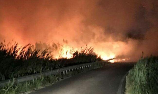 Incendio a Lago Patria, paura per le abitazioni
