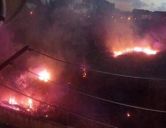 Incendio tra Giugliano e Mugnano, fiamme in zona Madonna della Grazie