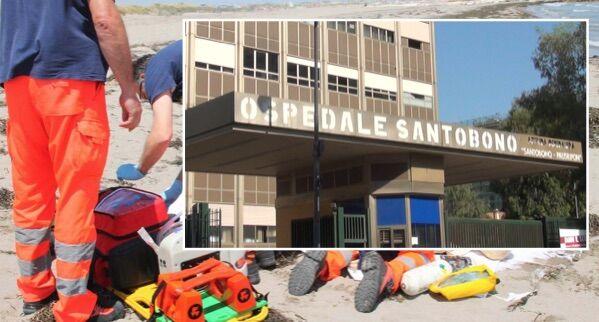 Napoli, travolta dalle onde: bimba in fin di vita al Santobono