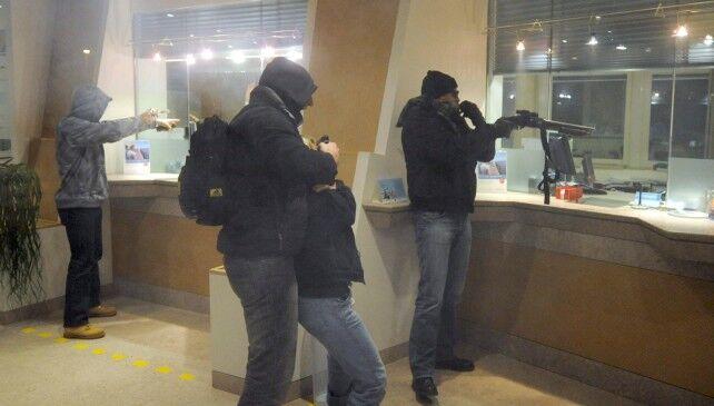 Casal di Principe, terrore in strada: assalto armato alla banca