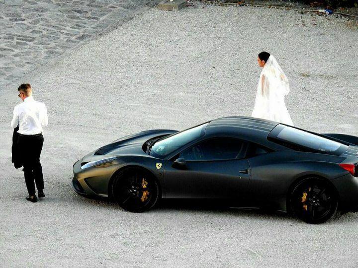Nozze da vip a Ercolano: Ferrari e villa da sogno per Scudieri e la sua sposa