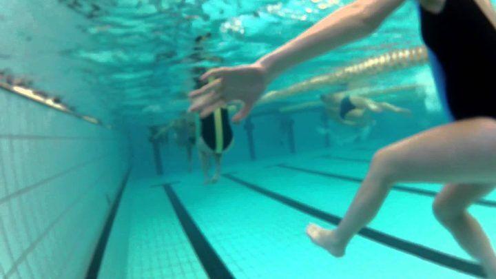 Dramma in piscina, fa lezione di acqua gym quando gli succede una cosa terribile