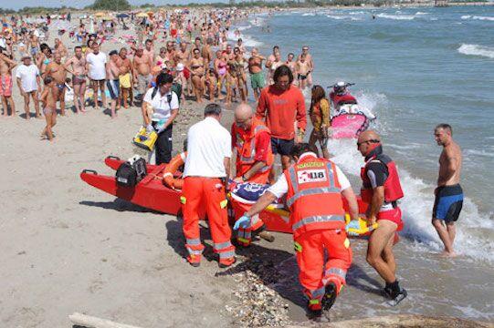 Tragedia in Puglia, 15enne muore annegato sotto gli occhi del papà