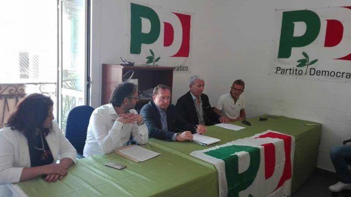 """Il vicepresidente della Regione a Giugliano. Il Pd: """"Bonifica e ristoro, no a nuovi impianti"""""""