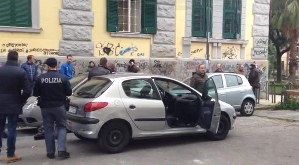 Orrore a Napoli, trovati cadaveri di due giovani in pieno centro